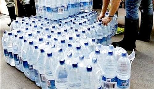 Nasib Perusahaan Penjual Air Minum Kemasan: Omzet Terpangkas, Tekor Terkuras!