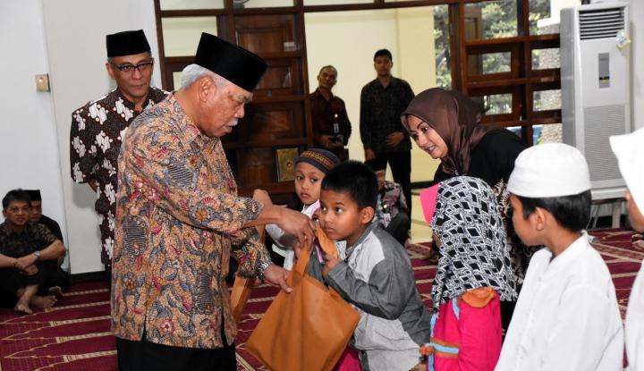 Foto Berita Peringati Nuzulul Quran, KemenPUPR Berikan Al-Quran Braille dan Santunan Anak Yatim