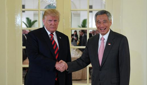 Foto PM Lee Temui Trump di Istana Singapura