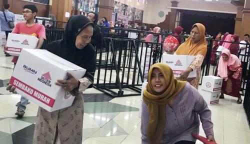 Foto Semen Indonesia Sediakan 5.200 Paket Sembako dalam Gelaran Pasar Murah