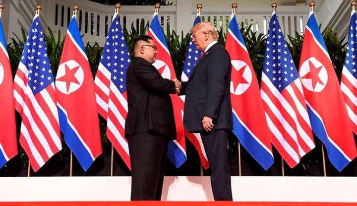 Foto Berita Akhirnya, Trump-Kim Jong Un Bertemu untuk Pertama Kali