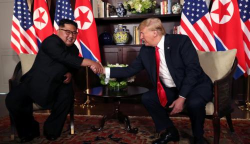 Foto Donald Trump dan Kim Jong-un Ditangkap