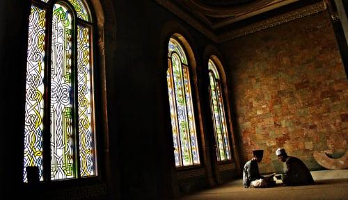 Masjid Ditutup Buntut Pemenggalan Guru Soal Kartun Nabi Muhammad