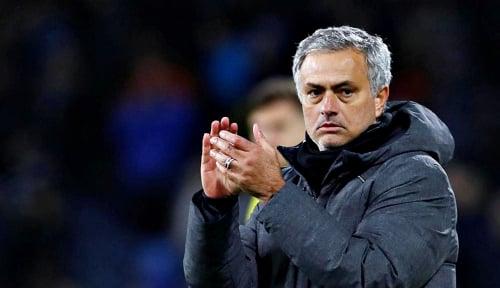 Foto Mourinho Berulah, FA Beri Hukuman