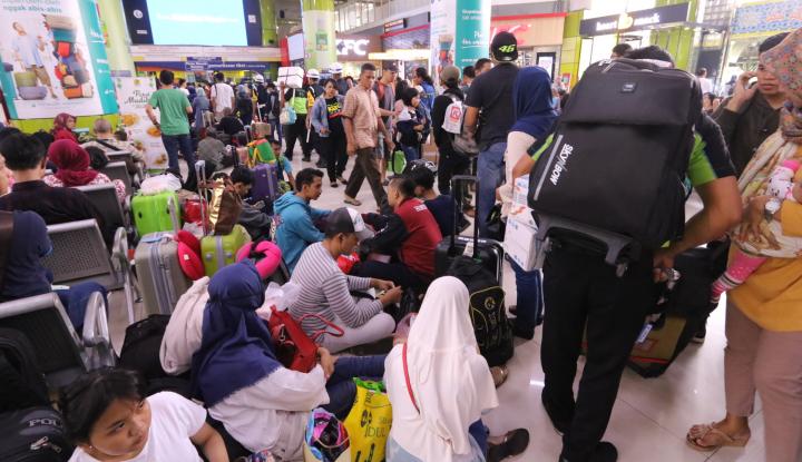 Foto Berita H-2 Lebaran, Pemudik di Stasiun Gambir Diperkirakan capai 20.000 Orang