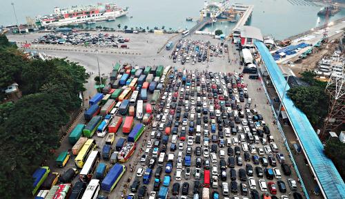 Foto Arus Mudik, ASDP Klaim Mudik via Ferry Terus Meningkat