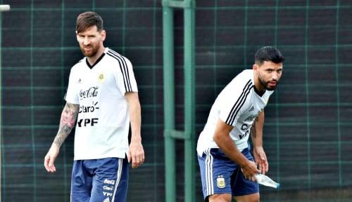 Foto Messi Pede Argentina Lolos ke Perempat Final Copa America