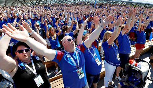 Foto Pendukung Islandia Senang Timnya Mampu Tahan Argentina