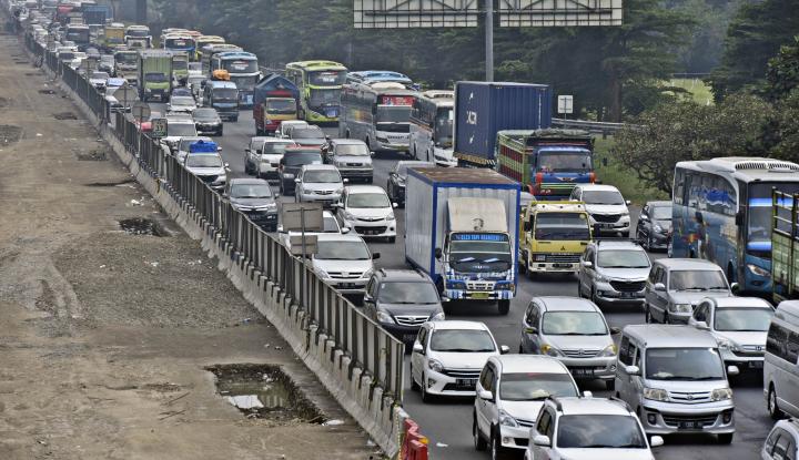 Foto Berita H+ 2 Lebaran, Tol Arah Jakarta Mulai Padat