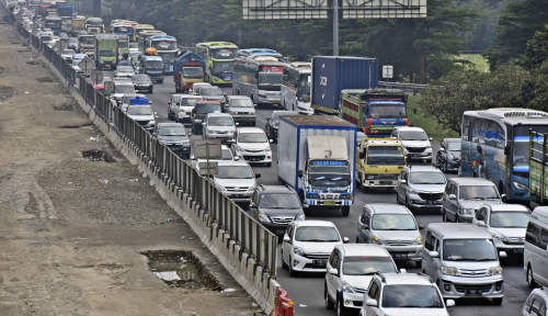 Foto Pemberlakuan One Way Arah ke Jakarta, Warga 'Ngomel-ngomel'