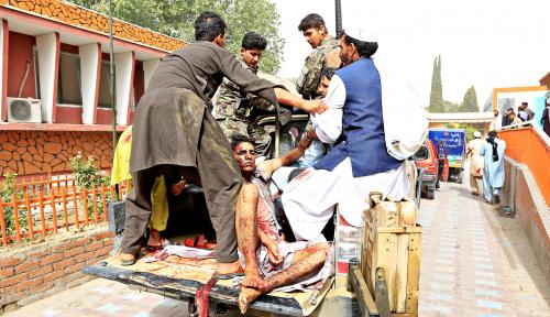 Foto Bom Mobil Bunuh 20 Orang di Afganistan Timur