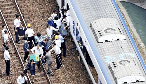 Foto Gempa 6,1 Skala Richter Hantam Osaka