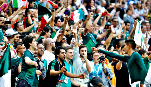 Foto Piala Dunia, Kegembiraan Pendukung Meksiko Luber ke Jalan