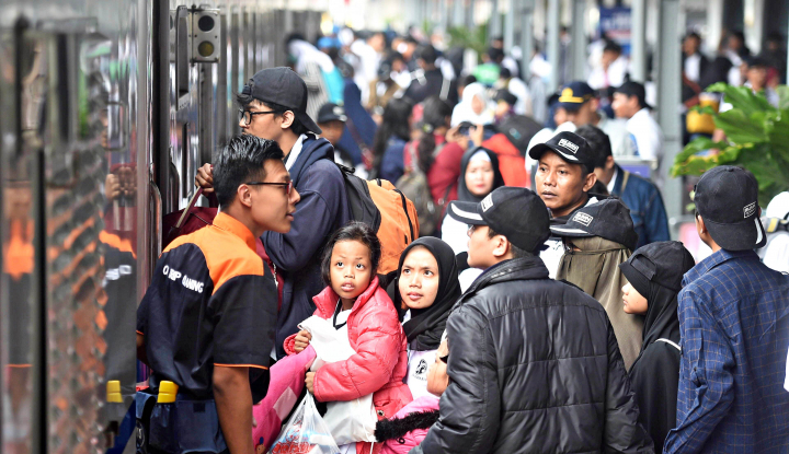 Foto Berita Antisipasi Kepadatan, Stasiun Manggarai Tambah Pengamanan