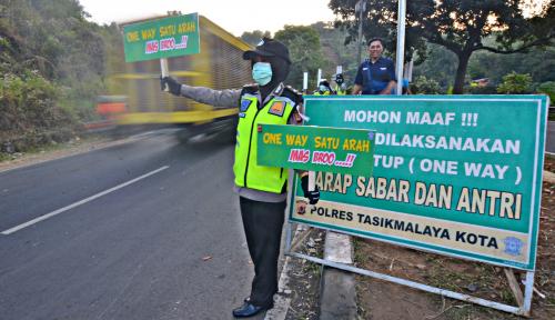 Foto Arus Balik, Polda Jabar Berlakukan One Way di Jalur Selatan