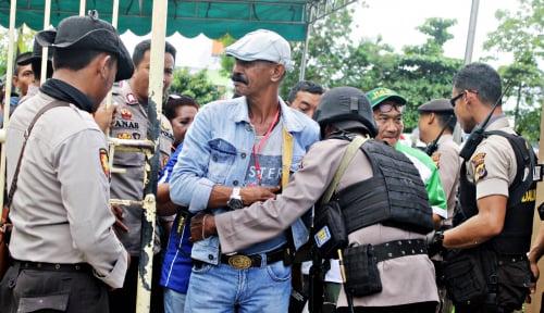 Foto Dor.. Dor.. Dor.. Ada Baku Tembak di Papua, Kaki Polisi Tembus...