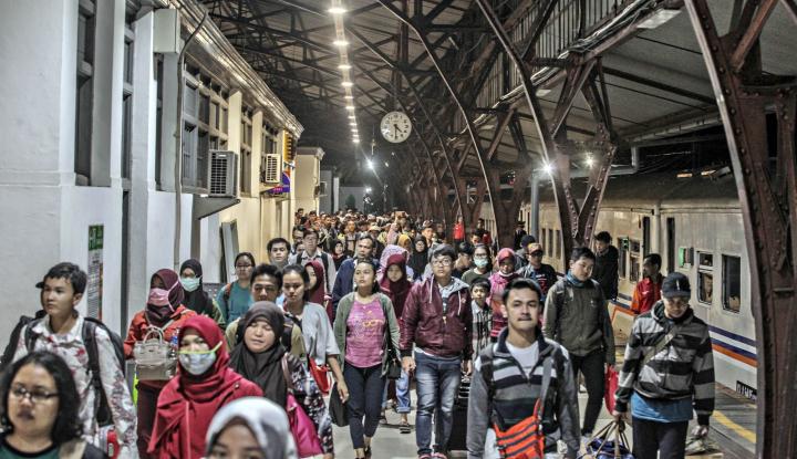 Foto Berita 14.298 Pemudik Tiba di Stasiun Pasar Senen