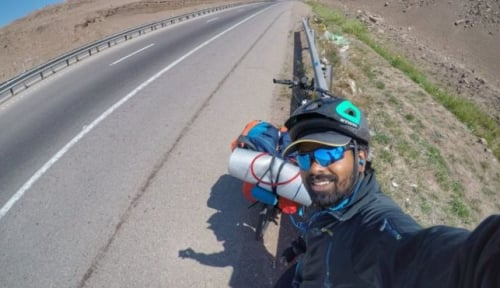 Foto Piala Dunia 2018: Kisah Guru Asal India Rela Bersepada dari Iran-Rusia