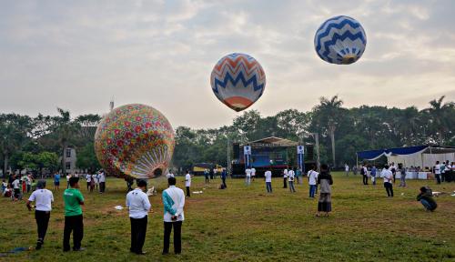 Foto 426 Personel TNI-Polri Diturunkan Tertibkan Balon Udara