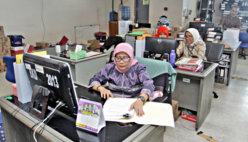 Foto Jeritan Pegawai Honorer K2: