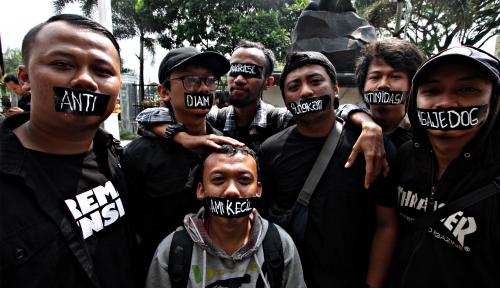 Foto Wartawan Dikeroyok TNI-Pemain Bola, PWI Pamekasan Gelar Aksi