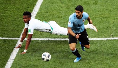Cedera Tak Jadi Masalah, Suarez Tetap Unjuk Gigi dalam Timnas Uruguay