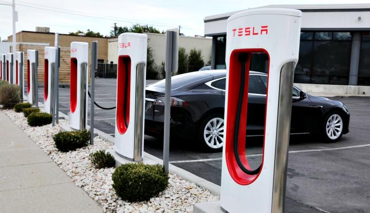 Foto Berita Tesla Names Oracle's Ellison to Board, Ending U.S. Charges