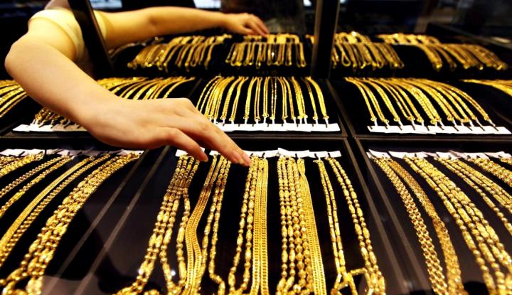 Toko Emas di Ambon Terlihat Sepi - Warta Ekonomi