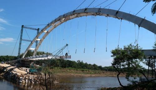 Foto Pembangunan Jembatan Bengawan Solo Mendekati Rampung