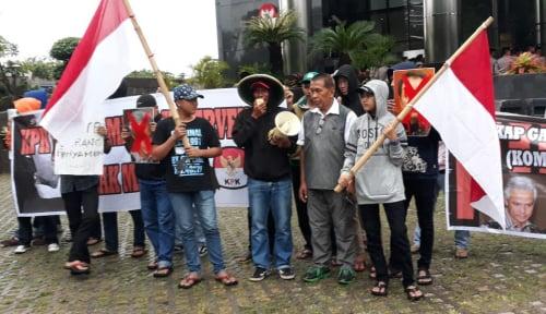 Foto Massa Tuntut KPK Tetapkan Ganjar-Azis jadi Tersangka, Lho Kok Bisa?