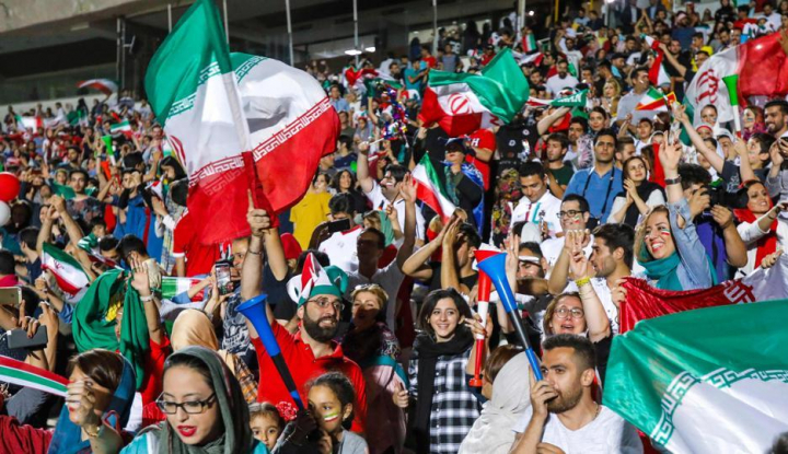 Foto Berita Untuk Menangkan Timnasnya, Supporter Iran Sampai Lakukan Ini