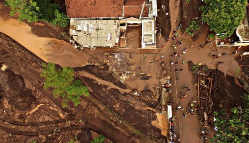 Foto Kerusakan Hutan Sebabkan Banjir Bandang di Garut