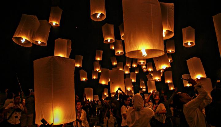 Foto Berita Ribuan Lampion Warnai Langit Dieng