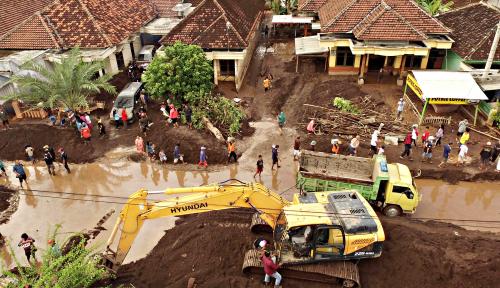 Foto Usai Hujan Deras, Begini Kondisi Pintu Air Manggarai Terkini...