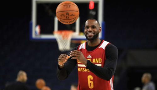 Foto LeBron James Putuskan Pindah ke LA Lakers