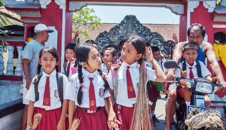 Foto Berita Jangan Anggap Enteng, Bisnis Pakaian Sekolah Beromzet Rp10 Miliar Lho!