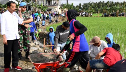 Foto Jokowi 'Stop' Bagi Sepeda, Ini Alasannya