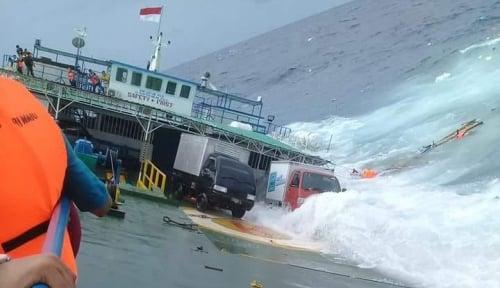 Foto 6 Penumpang KM Dua Putra yang Tenggelam Berhasil Dievakuasi Tim SAR