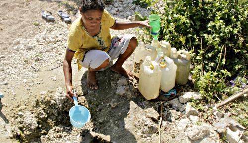 Foto Tragis, Warga Indramayu Terpaksa Gunakan Air Kubangan