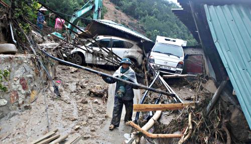 Foto Korban Tewas Banjir Bandang Vietnam Tembus 27 Orang, 7 Lainnya Hilang