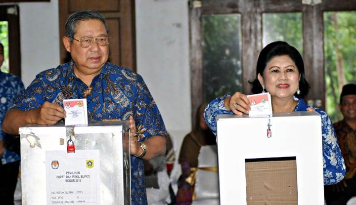 Foto Berita SBY dan Keluarga Nyoblos di Cikeas