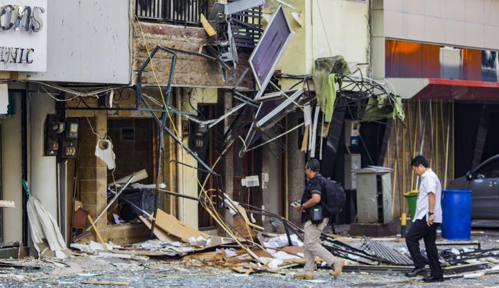 Foto Berita Ledakan di Grand Wijaya, Anies Bersyukur Tak Ada Korban