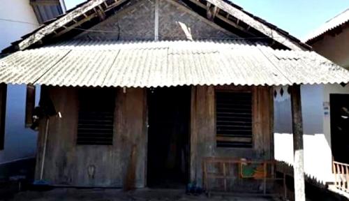 Foto Keluarga Zohri Tidak Ingin Rumahnya Dibangun Baru