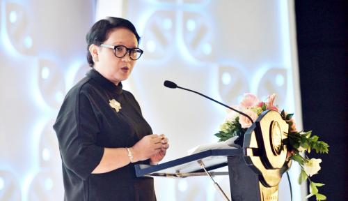 Foto Menlu Retno Tak Lupa Promosikan Asian Games di KTT Menlu ASEAN