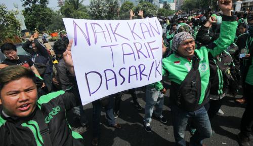 Foto Ratusan Ojol Demo, Tuntut Perbaikan dan Evaluasi Sistem