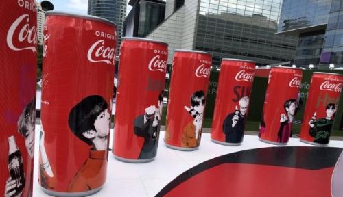 Foto Coca-Cola Terserang Demam K-pop?