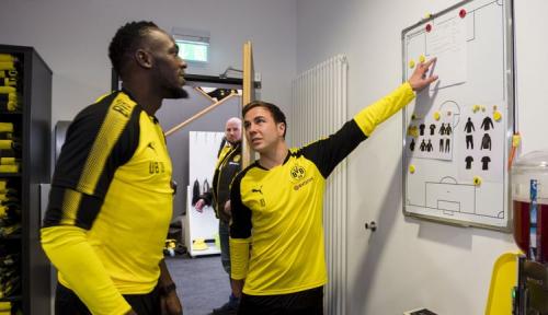 Foto Usain Bolt Serius Berkarir di Sepak Bola