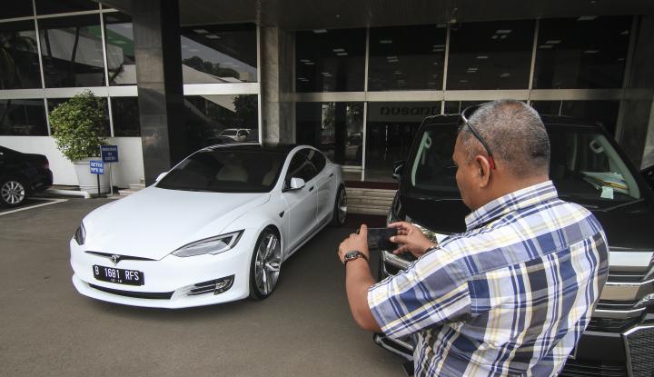 Foto Berita Kaca Mobil Anda Retak? Jangan Buru-buru Ganti