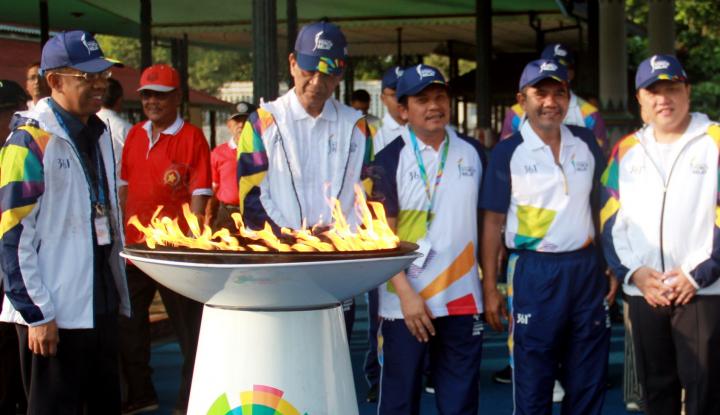 Foto Berita Kirab Obor Asian Games di Sulsel Bernuansa Budaya