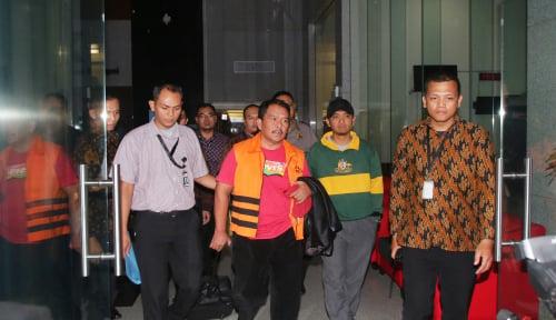 Foto KPK Kejar Orang Dekat Bupati Labuhanbatu